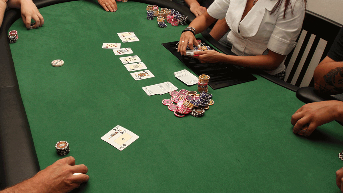 Playing Poker - How Do Different Poker Game Variations Work?